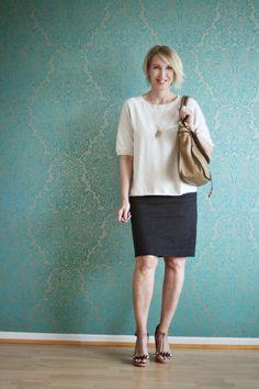 Legeres Büro Outfit mit Rock und Pullover