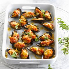Moules farcies Discover our easy and fast recipe of Stuffed Mussels on Current Cuisine! Potato Dishes, Food Dishes, Italian Finger Foods, Fingers Food, Cooking Time, Cooking Recipes, Stuffed Shells Recipe, Good Food, Yummy Food