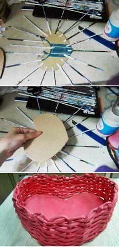 MENTŐÖTLET - kreáció, újrahasznosítás: Papírfonás alapjai Recycled Paper Crafts, Newspaper Crafts, Diy And Crafts, Handmade Rugs, Basket Weaving, Decorative Bowls, Origami, Recycling, Creations