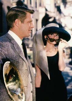 Breakfast at Tiffany's George Peppard and Audrey Hepburn as Holly Golightly in Givenchy - One fabulous Style Icon. George Peppard, I Movie, Movie Stars, Holly Golightly, Classic Movies, Old Hollywood, Role Models, Divas, Actors & Actresses