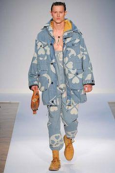 Moschino Spring 2015 Menswear Fashion Show Moschino, Smileys, Vogue Paris, Estilo Jeans, Portrait Photography Men, Mood Indigo, Mode Jeans, 2015 Trends, Denim Trends