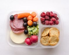 8 Wholesome Lunch-Box Ideas for Adults or Kids ◾Salami + provolone ◾Sweet Potato GOOD THiNS ◾Radishes/cucumber/carrots/black olives ◾Raspberries Bento Box Lunch For Adults, Lunch Box Bento, Adult Lunch Box, Snack Box, Packed Lunch Ideas For Adults, Lunch Recipes, Real Food Recipes, Yummy Food, Detox Recipes