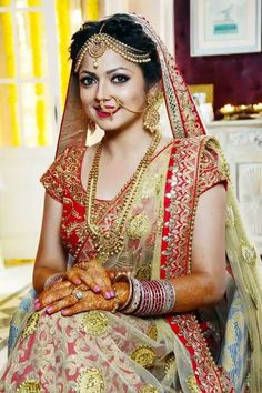 This app includes a collection of best handpicked Indian Bridal Dresses. Indian Bridal Outfits, Indian Bridal Makeup, Indian Bridal Wear, Bridal Dresses, Wedding Dress, Indian Wedding Bride, Bollywood, Bridal Poses, Indian Wedding Photography