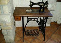 Macchina da cucire, Abruzzo Agriturismo Il Portone Sewing Table, Hobby, Singer, Antiques, Furniture, Home Decor, Houses, Antiquities, Antique