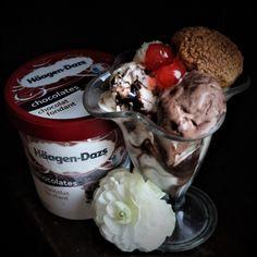 #icecream #haagendazs #addicted #choux #eclair #flowers #livadacuvisini #paulamoldovan Eclairs, Icecream, Sweets, Chocolate, Flowers, Desserts, Food, Tailgate Desserts, Ice Cream
