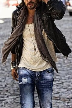 Layering makes your outfit look casual yet put together. Try adding a scarf, some bracelets or a cardigan under a leather jacket for a casual cool. Bohemian Outfit Men, Bohemian Style Men, Look Boho, Bohemian Mens Fashion, Men Boho, Bohemian Pants, Bohemian Mens Clothing, Boho Chic, Gypsy Men
