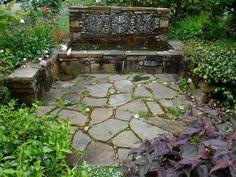 fuente de piedra estilo rustico