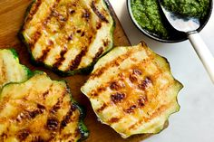 Grilled or Roasted Pattypan 'Steaks' With Italian Salsa Verde squash recipes - Dinner Recipes Vegetable Recipes, Vegetarian Recipes, Cooking Recipes, Healthy Recipes, Grilling Recipes, Healthy Eats, Vegetarian Grilling, Skinny Recipes, Healthy Nutrition