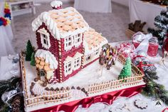 Awesome giant Gingerbread House - with inside lighting, two fully furnished floors and backyard. FREE TEMPLATE and TUTORIAL Polish Cookies, Nail Polish Art, Backyard, Gingerbread Houses, Floors, Desserts, Template, Lighting, Awesome
