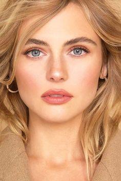 7 French Makeup Tips to Look Parisian Pretty - Make UP Ideen Makeup Hacks, Makeup Tips, Eye Makeup, Hair Makeup, Makeup Ideas, Makeup Tutorials, Makeup Products, Makeup Brushes, Beauty Products