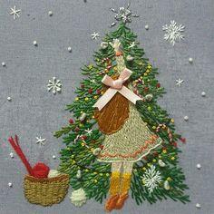 #프랑스자수 #크리스마스 #케이블루 지난 크리스마스를 앞두고 이틀만에 완성한 작품. 소녀의 손, 머릿결,발끝...하나하나 너무나도 사랑스러운 작품입니다.