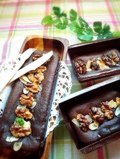 バターを使わず、板チョコを一枚使ったガトーショコラです。絹ごし豆腐の水切りをしっかりしてから潰して溶かしたチョコレートを混ぜます。薄力粉と片栗粉を合わせて焼けば完成!とても簡単で本格的なガトーショコラです。