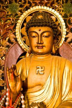Portrait of a Buddha statue, Thailand  by Pitukchai Muanglek, via 500px