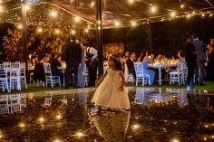 Decorando tu evento, estos foquitos colgantes también te iluminan la pista de baile!