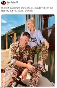 Gwen Stefani gives Blake Shelton a Tiger King-style mullet Blake Shelton Gwen Stefani, Blake Shelton And Gwen, Gwen Stefani And Blake, Gwen Stefani Style, Country Artists, Country Singers, Country Music, Adam Sandler, Hot Couples
