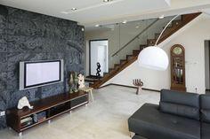 Ściana w salonie. Drewno, kamień czy beton?  - zdjęcie numer 1