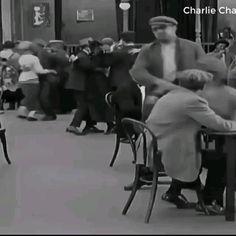 Charlie Chaplin Videos, Arte Quilling, Classic Comedies, Dance Choreography, Funny Videos, Dankest Memes, Amazing Art, Comedy, Cinema