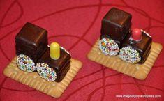 Tuff, tuff, tuff {In der Weihnachtsschenkerei} - Trend Weihnachten Essen 2020 Xmas Food, Christmas Baking, Kids Christmas, Christmas Cookies, Christmas Island, Party Buffet, Food Humor, Cute Food, Creative Food