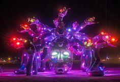 Burning Man est un festival artistique qui se situe dans le désert de Black Rock au Nevada (Etats-Unis). cette manifestation qui attire plus de 70 000 participants a lieu la dernière semaine d'août et le premier lundi de septembre étant férié dans le pays (Labor Day). La Led est omni présente dans la plupart des installations (Art Camps) et même sur les participants (burners), voici un petit condensé de l'édition 2016.