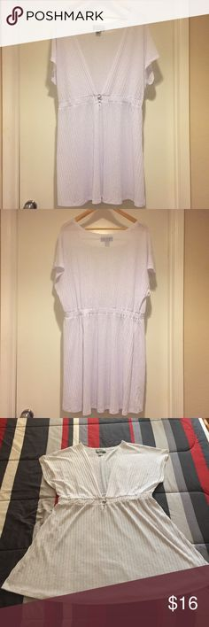 """PORTOCRUZ Bathing Suit Cover Up Flowy White Bathing Suit Cover Up By PORTOCRUZ. Gently Worn Only Twice And In Excellent Condition. ⛱ Elastic Waistband ⛱ Deep Open V-Neck ⛱ Silver Ring Circle At Waist ⛱ 100% Polyester ⛱ Appx. Measurements (Laying Flat): Bust 25"""" / Length From Top To Bottom 36"""" / Waist 18-1/2"""" (Has Plenty Of Stretch). PORTOCRUZ Swim Coverups"""