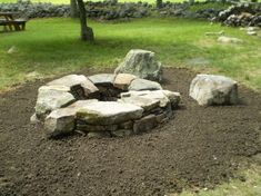 cool backyard with stone fire pit designs ideas 26 Fire Pit Grill, Fire Pit Area, Diy Fire Pit, Fire Pit Backyard, Stone Landscaping, Backyard Landscaping, Fire Pots, Concrete Fire Pits, Outdoor Stone