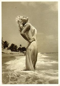 Marilyn Monroe in the sea… Gorgeous check out my> yuliyalyovkina.tumblr.com :) thanks ♥