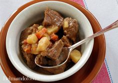 Only 20 minutes in preparation. The crock pot will do the rest. Cook for hours and enjoy this Hungarian melt in your mouth meat stew. Paprika Potatoes, Carrots And Potatoes, Beef And Potato Stew, Fast Recipes, 4 Hours, Pot Roast, Crock Pot, Rest, Stuffed Peppers