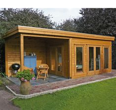 Маленький деревянный дом с террасой