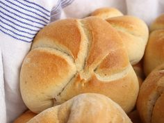 Die Wiener Kaisersemmel - Familienrezept - Wagners Kulinarium Best Bread Recipe, Bread Recipes, Bread Rolls, Bakery, Food And Drink, Cooking, Muffin, Kitchens, Chef Recipes