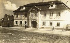 Kopáčkův dům Czech Republic, Mansions, House Styles, Places, Home Decor, Bohemia, Decoration Home, Manor Houses, Room Decor