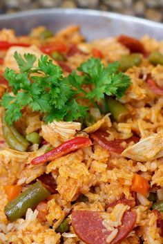 One of the most common Colombian dishes. It's easy to prepare, delicious and it makes you feel full fast. Hot Dog Recipes, Rice Recipes, Mexican Food Recipes, Chicken Recipes, Cooking Recipes, Healthy Recipes, Ethnic Recipes, Cooking Rice, Columbian Recipes