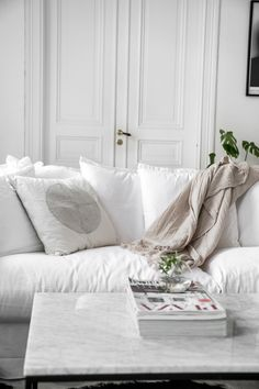 The Simple Yet Breath-Taking Beauty of a Scandinavian White Haven - Decoholic Nordic Home, Scandinavian Home, Grey Fur Throw, White Haven, White Rug, Traditional Decor, Seat Covers, Inspired Homes, Main Colors