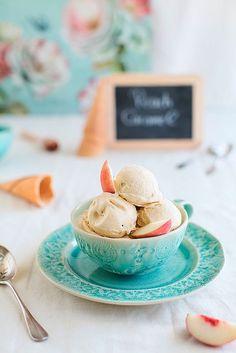 Персиковое мороженое с карамелью