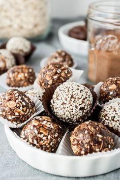 Chocolate and Tahini are an unlikely pair but they are absolutely delicious in these simple energy bites. Vegan Sweets, Vegan Desserts, Healthy Desserts, Raw Food Recipes, Snack Recipes, Dessert Recipes, Cooking Recipes, Granola, Oreo