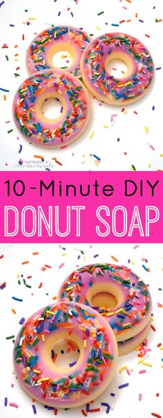 DIY Donut Scented Soap - These DIY donut shaped soaps are quick and easy to make, and they smell just like fresh baked donuts, too! A fun gift idea for your friends & family! - Happiness is Homemade (Diy Soap Easy) Homemade Soap Recipes, Homemade Gifts, Diy Gifts, Easy Gifts To Make, Homemade Chili, Donut Form, Donut Shape, Diy Spa, Diy Donuts