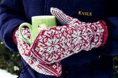 Ravelry: Eyelash Ticklers pattern by Rose Hiver Knitted Mittens Pattern, Crochet Mittens, Fingerless Mittens, Knitted Gloves, Knitting Socks, Knit Crochet, Knitting Patterns, Sweater Mittens, Wrist Warmers