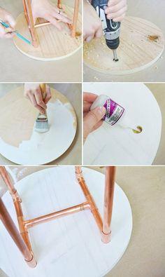 fabriquer sa table basse avec plateau de bois rond repeint en blanc et pieds de tubes de cuivre assemblées