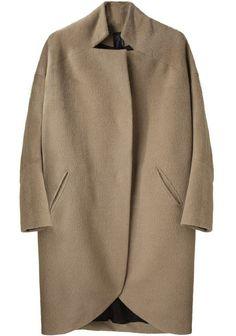 Classic camel coat in modern shape: Zero Maria Cornejo