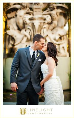 The Renaissance Hotel, Limelight Photography, bride and groom portrait, kissing, fountain, www.stepintothelimelight.com