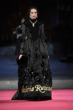 Dolce & Gabbana - Alta Moda Herbst / Winter 2020 Couture - New Ideas Dolce & Gabbana, Couture Fashion, Runway Fashion, Fashion Show, Fashion Design, Fashion 2020, Vogue Paris, Elie Saab, Giorgio Armani