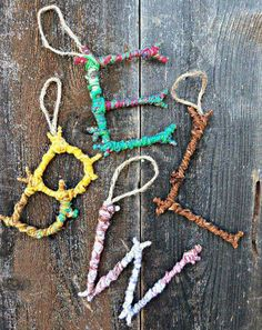 Natural Crafts Tutorials: Great Twig Crafts for Kids Colorful Yarn Bombed Twigs Letter Ornaments. The pop of color meets the rustic charm of autumn foliage in this yarn twigs letter ornaments. Kids Crafts, Twig Crafts, Craft Stick Crafts, Kids Nature Crafts, Decor Crafts, Crafts With Yarn, Wood Crafts, Tree Branch Crafts, Camping Activities For Kids