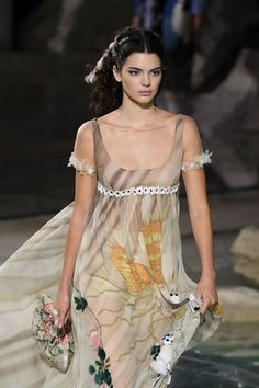 Kendall Jenner - Anniversary of Fendi at the Trevi Fountain in Rome, June Kendall Jenner Style, Outfits, Clothes and Latest Photos. Kendall Jenner Outfits, Kendall Jenner Runway, Karl Lagerfeld, Female Celebrities, Celebs, Fendi, Runway Fashion, Fashion Show, Vestidos
