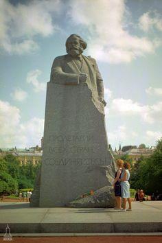 The Soviet Moscow - English Russia Geometric Sculpture, Modern Sculpture, Super Pictures, Beard Art, Back In The Ussr, Communist Propaganda, Human Sculpture, Soviet Art, Museum