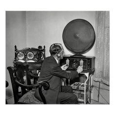 "June Washington, D. ""Man with radio. Radios, Tvs, Radio Reference, Photo Reference, Shorpy Historical Photos, Ham Radio Operator, Science Equipment, Antique Radio, Singing In The Rain"