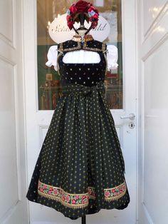 Schwarz - Schwarzwald Couture ❤