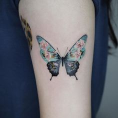 Butterfly Tattoo Ideas For Men and Women - Bein Kemen Mom Tattoos, Cute Tattoos, Unique Tattoos, Beautiful Tattoos, Body Art Tattoos, Hand Tattoos, Sleeve Tattoos, Tattoos For Guys, Delicate Tattoos For Women