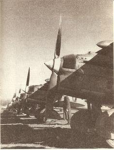 """La Batalla por Madrid -Nov.1936 -Jul.1937   Mundo Historia Cazas italianos Fiat CR-32, conocidos como """"Chirris"""" , espina dorsal de la aviación franquista, que recibió más de 350 aparatos."""
