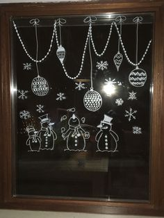 20 krétafilces karácsonyi rajz, hogy az ablakok is ünnepeljenek! – Boldog Karácsony – a Kata projekt Chalkboard Designs, Chalkboard Art, Christmas Art, Winter Christmas, Christmas Ornaments, Christmas Window Decorations, Holiday Decor, Christmas Chalkboard, Window Art