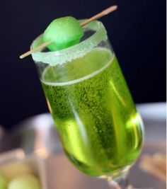 Sparkling Shamrock Champagne Cocktail 1 bottle of your favorite dry (Brut) champagne or sparkling wine (around 750 mL) 12 ounces of Midouri melon liqueur Honeydew melon pieces Green sanding or rimming sugar to garnish Party Drinks, Fun Drinks, Yummy Drinks, Alcoholic Drinks, Beverages, Mixed Drinks, Champagne Cocktail, Cocktail Drinks, Cocktail Recipes