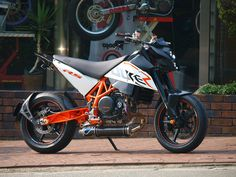 """Once again mind blowing: KTM Duke 690 """"RS"""" by Steve Motorcycle Supply Ktm 690, Ktm Duke, Street Bikes, Cars And Motorcycles, Motorbikes, Culture, Vehicles, Naked, Wheels"""